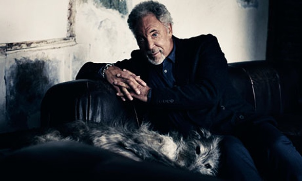 Tom-Jones-with-dog-008