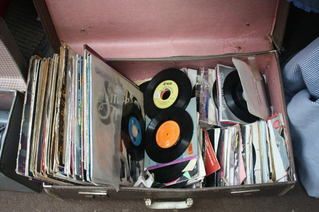 records-143468_1280 (1)