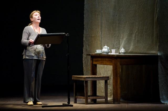 Giulia_Lazzarini_muri_basaglia_teatro_della_cooperativa_milano_renato_sarti_maschere_del_teatro