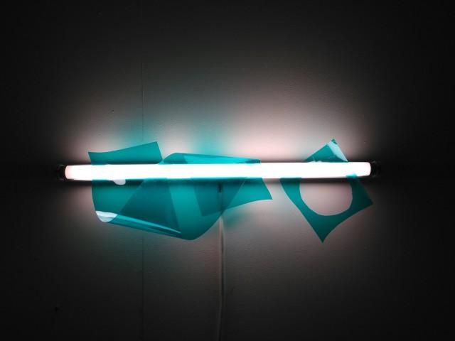Paul-Lahaha_Will-O'-Le-Wisp_2015 gélatines de studio découpées, néons. dimensions variables