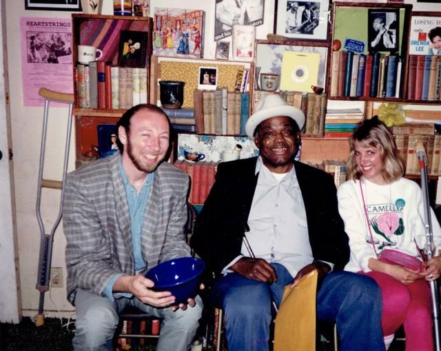 Richard Thompson e la seconda moglie Nancy Covey con Willie Dixon Willie Dixon