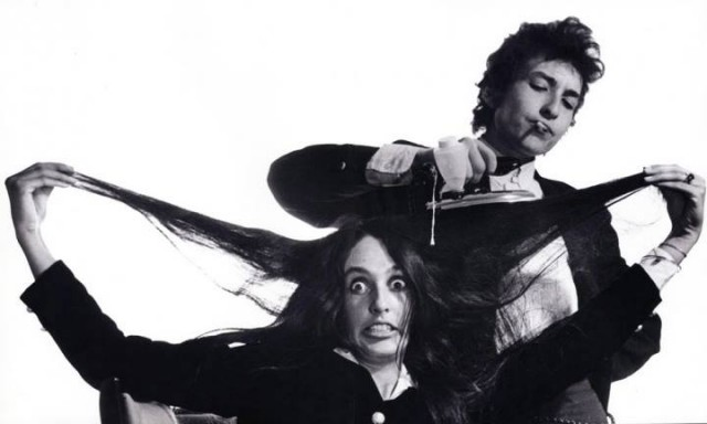 Joan Baez con Bob Dylan negli anni Sessanta