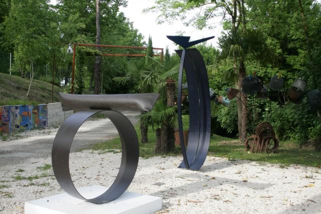 Alessandra Bonoli, Soglia, 2008, ferro e cemento + Matrice, 2008ferro trattato a bicomponente