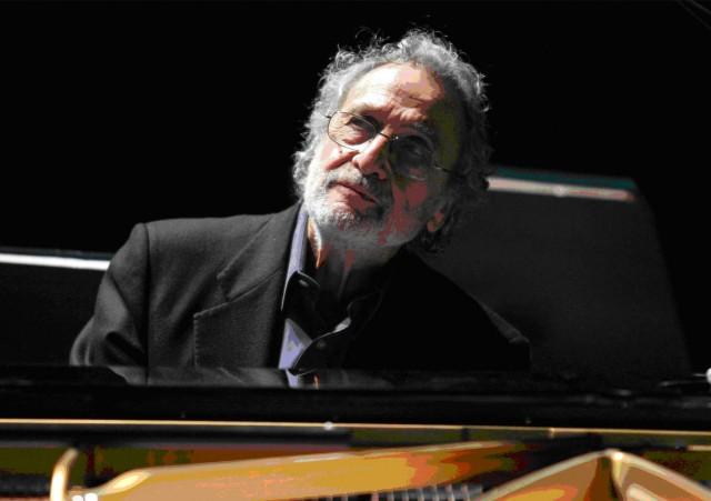 luis-bacalov-al-pianoforte-orizzontale